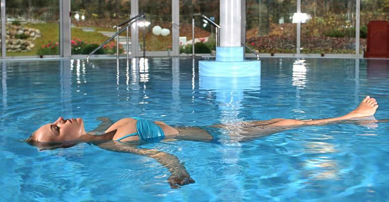 hotel mit schwimmbad und therme in binz auf r gen. Black Bedroom Furniture Sets. Home Design Ideas
