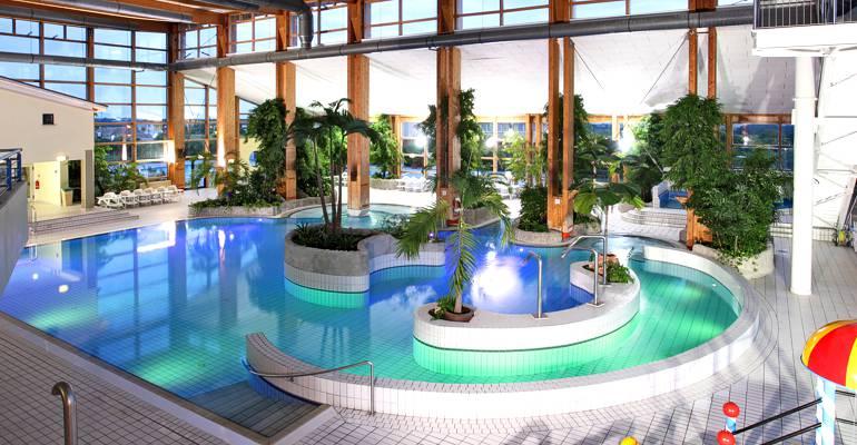 Hotel mit schwimmbad auf r gen for Dusseldorf hotel mit pool